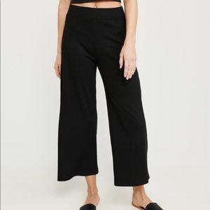 Black Abercrombie Cropped pants/Culottes